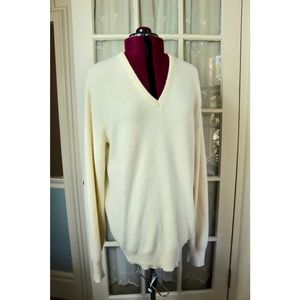 Vintage Robert Bruce Cream White V-Neck Sweater !